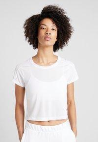 Puma - LOGO GRAPHIC TEE - Print T-shirt - puma white - 0