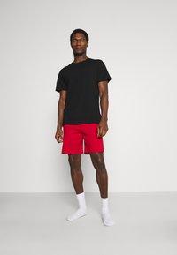 Pier One - 3 PACK - Pyjamasbyxor - black/mottled dark grey/red - 0