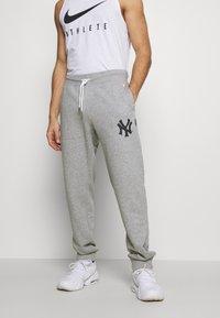 Champion - MLB NEW YORK YANKEES CUFF PANTS - Club wear - grey melange - 0