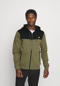 Pier One - Zip-up hoodie - olive - 0