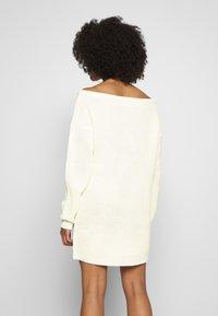 Missguided Petite - OFF THE SHOLDER DRESS - Pletené šaty - winter white - 2