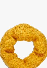 Chipie - HAT SNOOD SET - Sjaal - mustard - 2