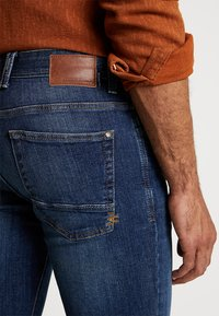 camel active - HOUSTON - Straight leg jeans - dark blue denim - 5