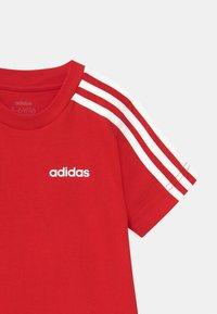 adidas Performance - UNISEX - Camiseta estampada - scarlet/white - 2