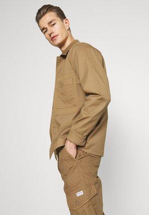 MAX OVERKNEE - Shorts - beige