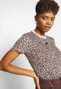 Nike Sportswear - PACK TEE - Print T-shirt - beige - 3
