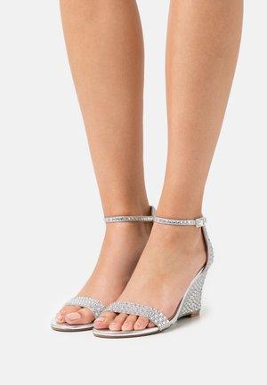 DEBIE - Kilesandaler - silver-coloured