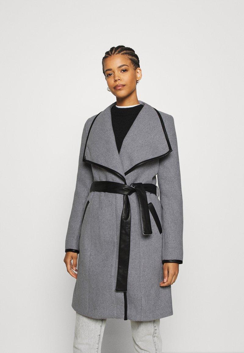 Vero Moda - VMWATERFALL CLASS - Classic coat - light grey melange/black