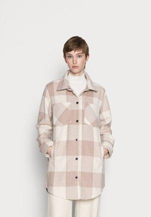 TAN PLAID LONG SHACKET - Classic coat - tan plaid