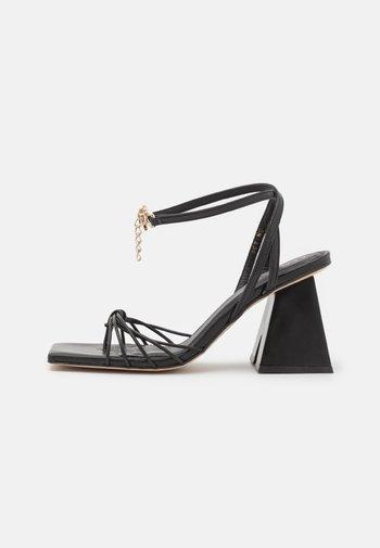 CACTUS - Sandaalit nilkkaremmillä - black