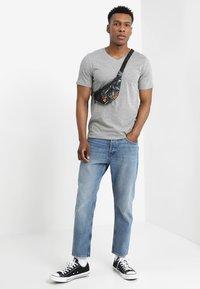Jack & Jones - JJEPLAIN  - Basic T-shirt - light grey melange - 1
