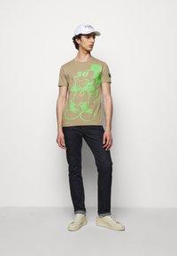 Iceberg - T-shirt print - beige - 1