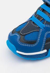 Geox - BAYONYC BOY - Zapatillas - royal/light blue - 5