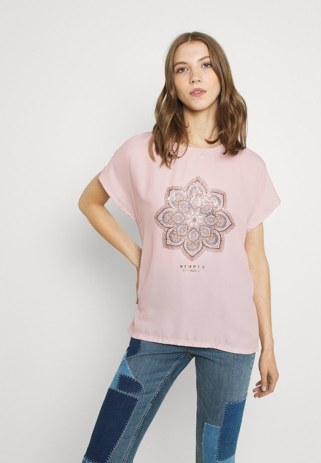 ONLARIA BOX - Camiseta estampada - adobe rose
