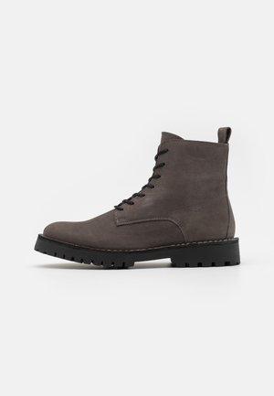 SLHRICKY LACEUP BOOT  - Šněrovací kotníkové boty - dark grey
