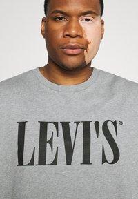 Levi's® Plus - BIG CREW SEASONAL - Sweatshirt - midtone heather grey - 5