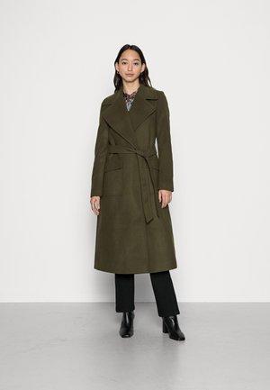 EVANGELINE  PATCH POCKET WRAP COAT - Klasyczny płaszcz - dark green