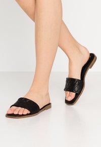 Tamaris - SLIDES - Pantofle - black - 0