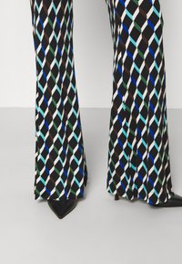 Diane von Furstenberg - BROOKLYN PANTS - Trousers - black - 4