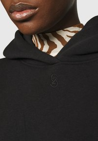 Gestuz - RUBI HOODIE - Sweatshirt - black - 6