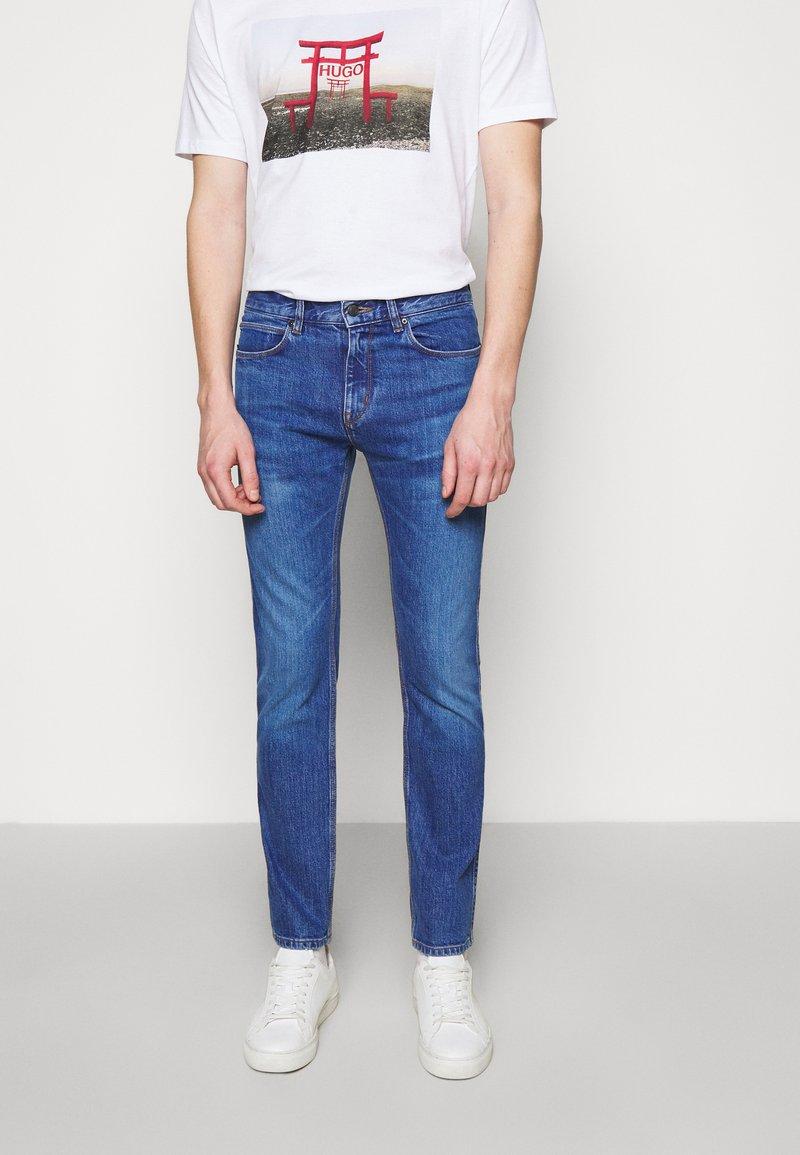 HUGO - Džíny Slim Fit - bright blue