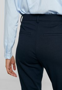 Fiveunits - ANGELIE - Trousers - navy zinni - 3