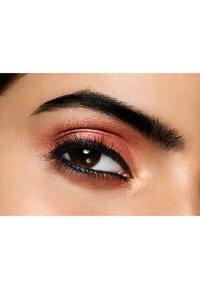 Revlon - COLORSTAY LOOKS BOOK EYESHADOW PALETTE - Eyeshadow palette - N°930 maverick - 2
