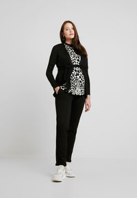Envie de Fraise - MILONGA MATERNITY CARDIGAN - Cardigan - black - 1