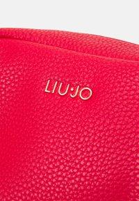 LIU JO - BEAUTY - Across body bag - true red - 3