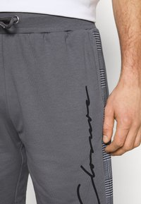 CLOSURE London - CHECKED SIDE PANELLED  - Tracksuit bottoms - grey - 4