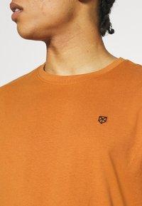 Jack & Jones PREMIUM - JPRBRODY TEE CREW NECK 5 PACK - Basic T-shirt - multi - 8