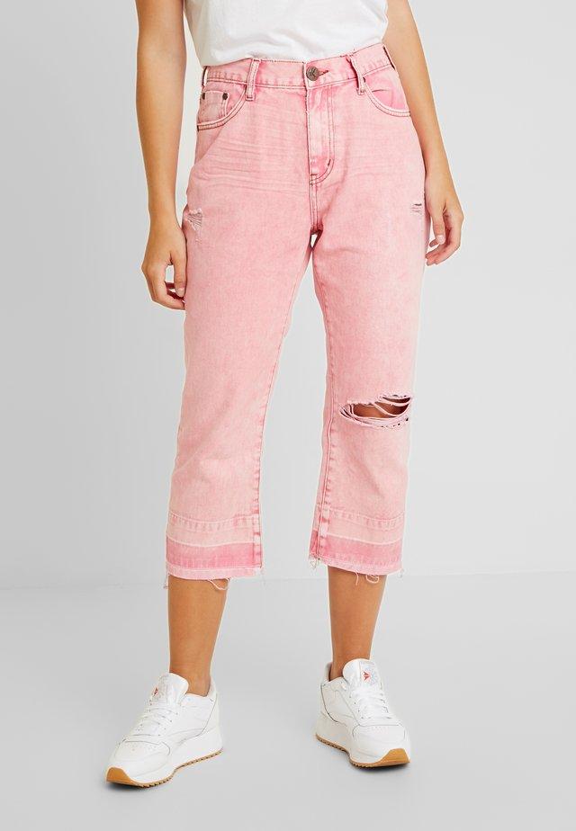EVIL EYE HOOLIGANS LOW WAIST - Jeans Straight Leg - coloured denim/light pink
