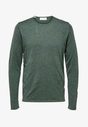 Stickad tröja - darkest spruce