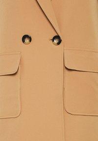 Never Fully Dressed Tall - JACKET - Klassinen takki - camel - 2