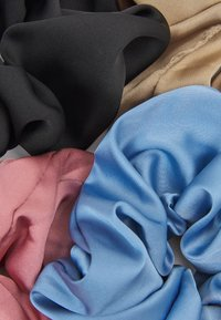 ONLY - ONLMERLE BIG SCRUNCHIE 4 PACK - Hair Styling Accessory - china blue/elmwood/ash rose - 1