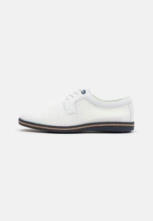 GAMBIA - Stringate sportive - white