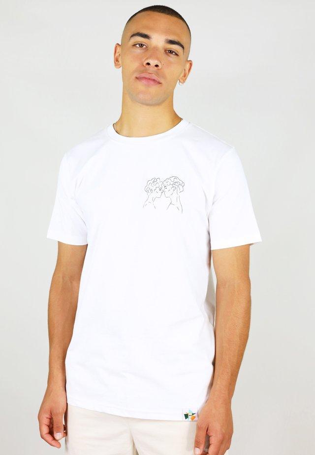LOVER'S EYES - T-shirts med print - white