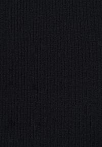 Pieces - PCSIRI T NECK - Strikkegenser - black - 2