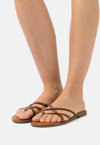 Musse & Cloud - KEOP - Sandály s odděleným palcem - brown - 0