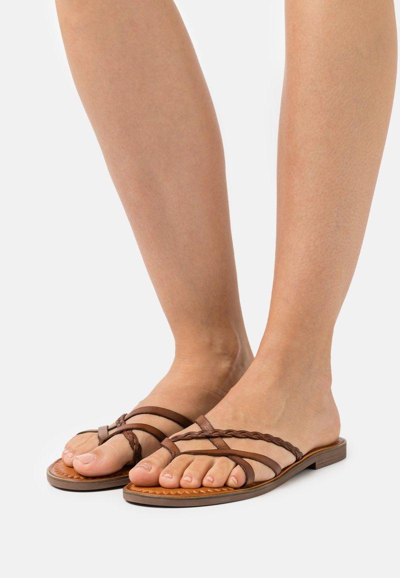 Musse & Cloud - KEOP - Sandály s odděleným palcem - brown