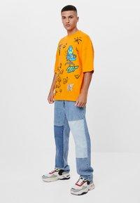 Bershka - MIT GAMING - T-shirt con stampa - orange - 1
