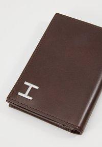 Hackett London - ENVELOPE CARD - Geldbörse - brown - 2
