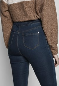 Missguided Tall - VICE HIGHWAISTED - Vaqueros pitillo - vintage blue - 3