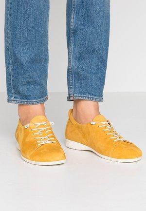 Chaussures à lacets - saffron