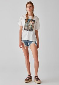 PULL&BEAR - T-shirt con stampa - white - 1