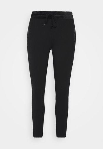 STRAIGHT HEM PANTS - Pantalones deportivos - black