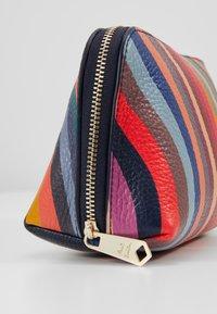 Paul Smith - BAG MAKE UP  - Trousse - swirl - 2