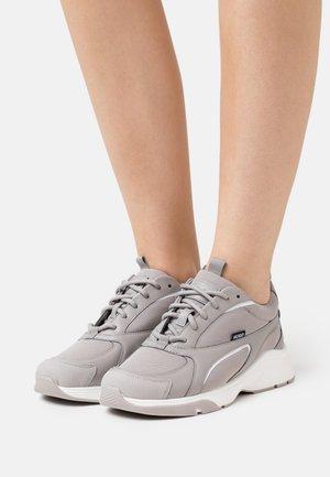 GILDA RUNN - Sneakers basse - grey/black