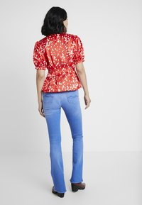 Kings Of Indigo - MARIE - Flared Jeans - blue denim