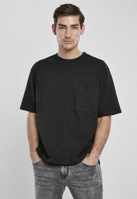 Urban Classics - HEAVY BOXY POCKET TEE - T-shirt - bas - black - 0